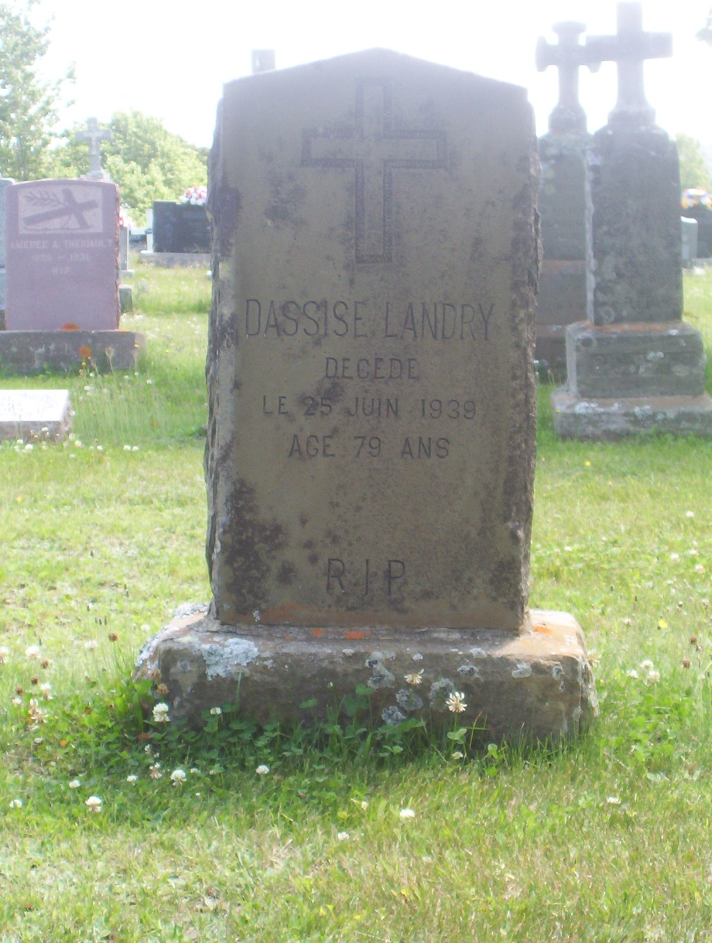 Paquetville Headstone: Landry Dassise 25 Jun 1939