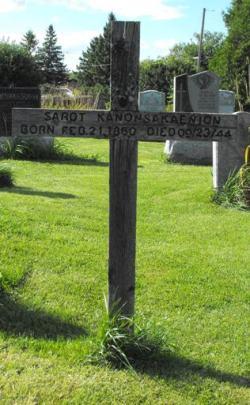 Kanonsakaenion | Kahnawake Catholic Cemetery