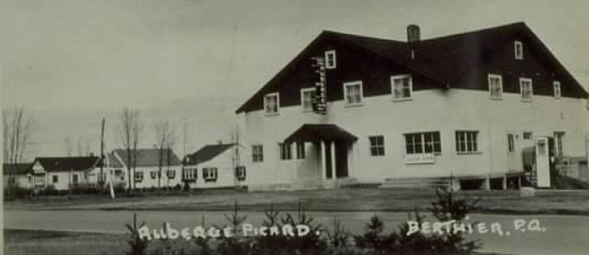 Berthier, Quebec | b/w historical photograph | Berthier hotel