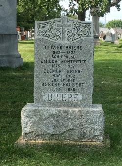 Headstone: MONTPETIT  | Cimetière de la Paroisse Saint-Clément, Beauharnois  | Quebec Cemeteries