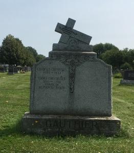 Headstone: CHEVREFILS  | Cimetière de la Paroisse Saint-Clément, Beauharnois  | Quebec Cemeteries