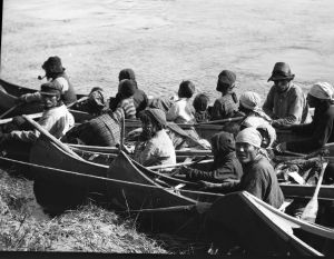Moisie, Quebec First Nations | Quebec Natives arrive in canoes