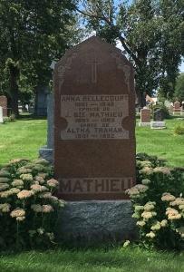 Headstone: BELLECOURT  | Cimetière de la Paroisse Saint-Clément, Beauharnois  | Quebec Cemeteries