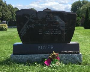 Headstone: LABOUREUR  | Cimetière de la Paroisse Saint-Clément, Beauharnois  | Quebec Cemeteries