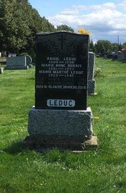 Headstone: DRAPEAU  | Cimetière de la Paroisse Saint-Clément, Beauharnois  | Quebec Cemeteries
