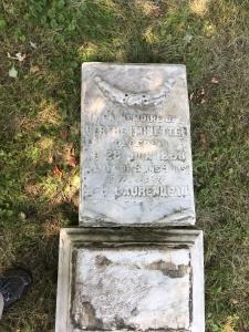 Headstone: LAURENDEAU  | Cimetière de la Paroisse Saint-Clément, Beauharnois  | Quebec Cemeteries